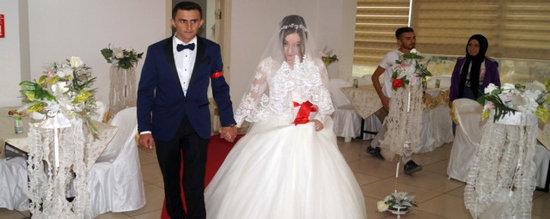 8 gün evlilik yaşayan şəhid həyat yoldaşının gəlinliyi ilə dəfnə aparıldı