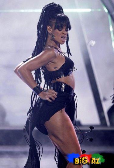 """Rihanna """"Anam məni öldürər"""" dedi, amma soyundu (Fotolar)"""
