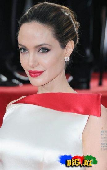 Angelina Jolie, aksesuarlarını satıb məktəb tikdirəcəyini açıqladı (Fotolar)