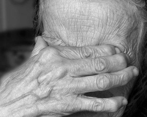 76 yaşlı qadın 106 yaşlı anasından polisə şikayət etdi