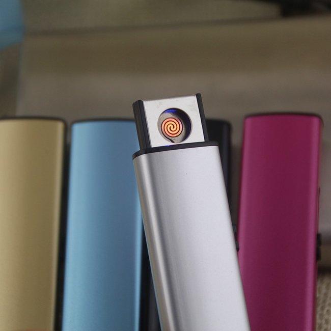 Dairəvi qığılcımla və USB şunuru ilə doldurulan nazik formaya sahib olan alışqan..
