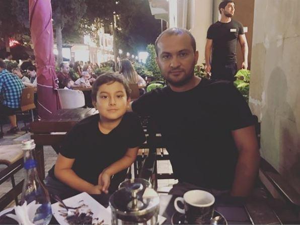 Aparıcı Turan İbrahimov oğlu və xanımı ilə istirahətdə - FOTOLAR