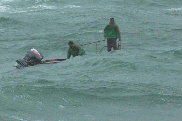 Azərbaycanda fırtınaya düşən balıqçılar belə xilas edildi - FOTOLAR