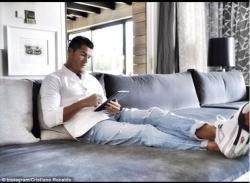 Ronaldo bu evdə yaşayır - FOTO