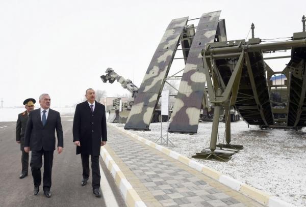 Prezident Naxçıvan ordusunun yeni hərbi texnikasına baxdı - FOTOLAR