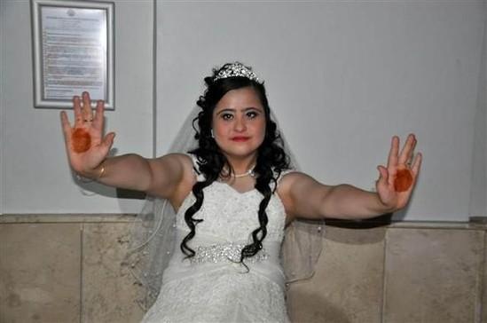 28 yaşlı qıza bəysiz toy etdilər - FOTOLAR