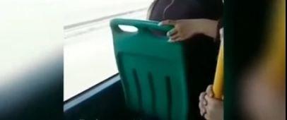 Bakıda avtobusda qadının bədəni açıqda qaldı - Təhqirlər sərhəd tanımadı (+18 Video)