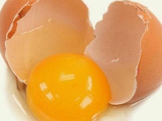 Hər gün çiy yumurta içməyin İNANILMAZ FAYDALARI