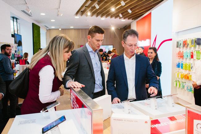 Bakının mərkəzində tam yeni üslubda ilk Bakcell konsept mağazası açıldı - FOTOLAR