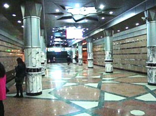 Bakı metrosunun qarşısında dəhşətli hadisə: Ər, arvad və 2 yaşlı uşaq...