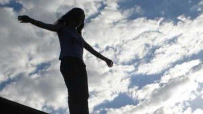 Bakıda DƏHŞƏT: gənc qız və oğlan intihar etdi