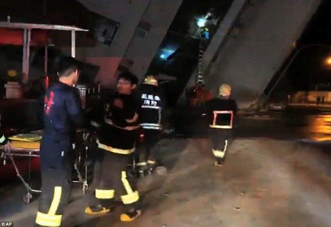 Tayvanda güclü zəlzələ nəticəsində otel uçdu: 2 ölü, 219 yaralı - FOTOLAR